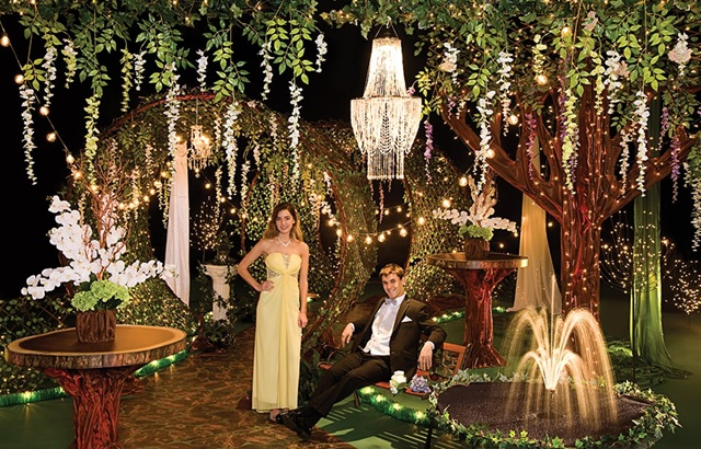 Garden Of Glamour Complete Prom Theme Prom Nite